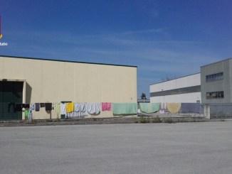 Invadono zona industriale a Bastia, blitz Polizia e Municipale