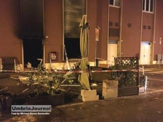 Esplosione e incendio nella notte, distrutto bar a Bastia Umbra