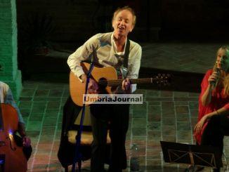 Ludo Vandeau, ieri sera al Chiostro di Bastia musica con cover d'autore