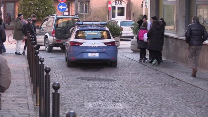 Va in giro con scooter rubato, giovanissimo straniero denunciato dalla Polizia