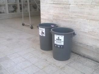 Cimitero di Bastia Umbria, raccolta differenziata dei rifiuti