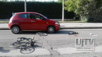 Incidente stradale a Bastia Umbra, investito uomo in sella a una bicicletta