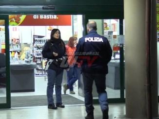 Rapina al Penny Market di Bastia Umbra, rapinatore solitario fugge con bottino [FOTO]