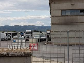 Incidente sul lavoro tra Bastia e Bettona, lastra di acciaio schiaccia operaio