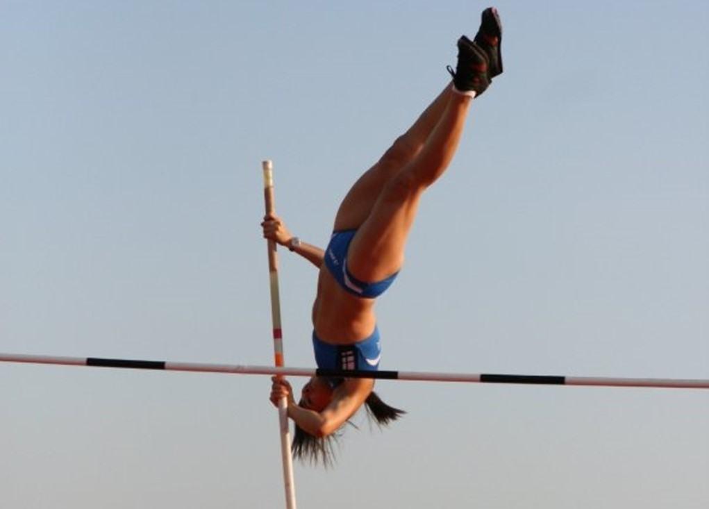 Salto con l'asta, Alessandra Lazzari vola, è prima in classifica ad Ancona