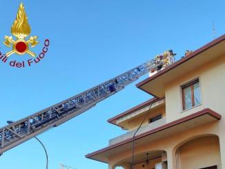 Incendio camino a Bastia Umbra, rimossa canna fumaria pericolante