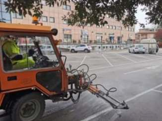 Iniziata a Bastia la sanificazione degli spazi antistanti luoghi pubblici