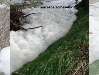Schiuma sospetta sul fiume Chiascio, tra Bastia e Petrignano, indagini in corso