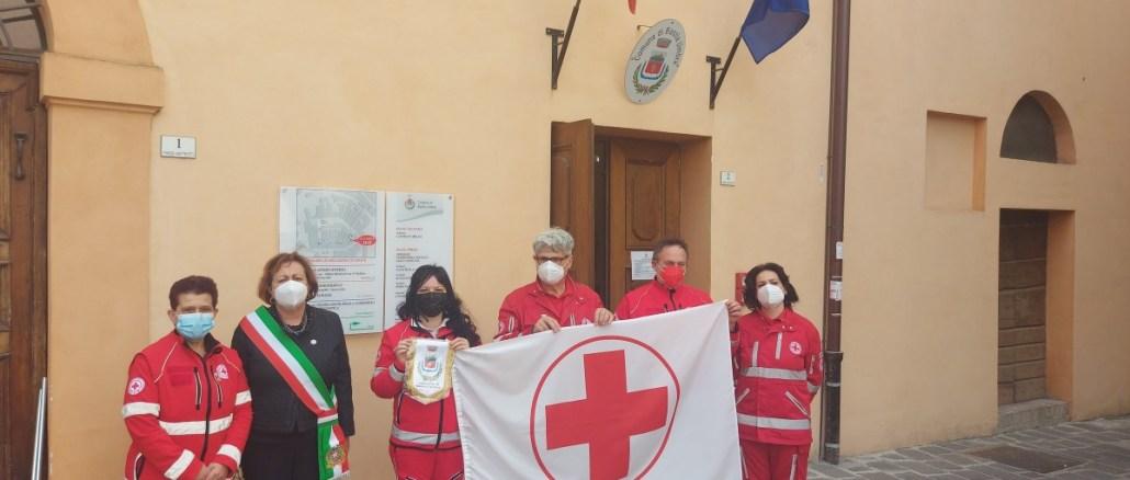 8 Maggio, Giornata Mondiale della Croce Rossa, bandiera esposta