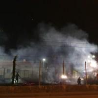 Borgo Primo Maggio, incendio dietro il campo da calcio