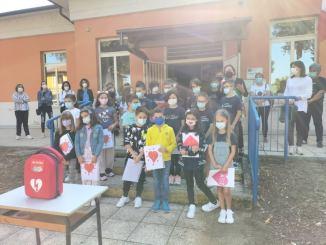 Consegnato defibrillatore alla scuola di Costano, comprensivo Bastia 1