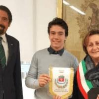 Tennis in carrozzina, il giovane atleta Francesco Felici ricevuto dal sindaco Lungarotti e dall'assessore Franchi