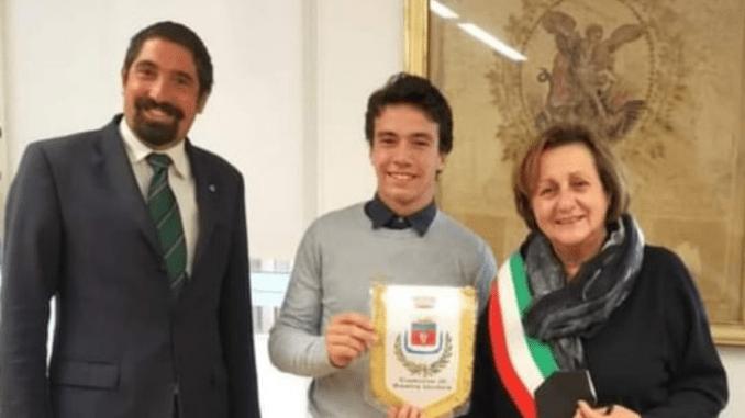 Il giovane atleta Francesco Felici ricevuto dal sindaco Lungarotti
