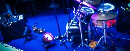 Saxophon, Laptop und Schlagzeug