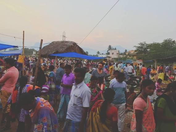 Bas van der voort op de markt in india