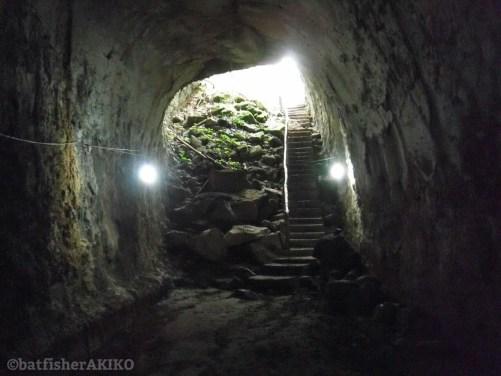 溶岩トンネルの出口
