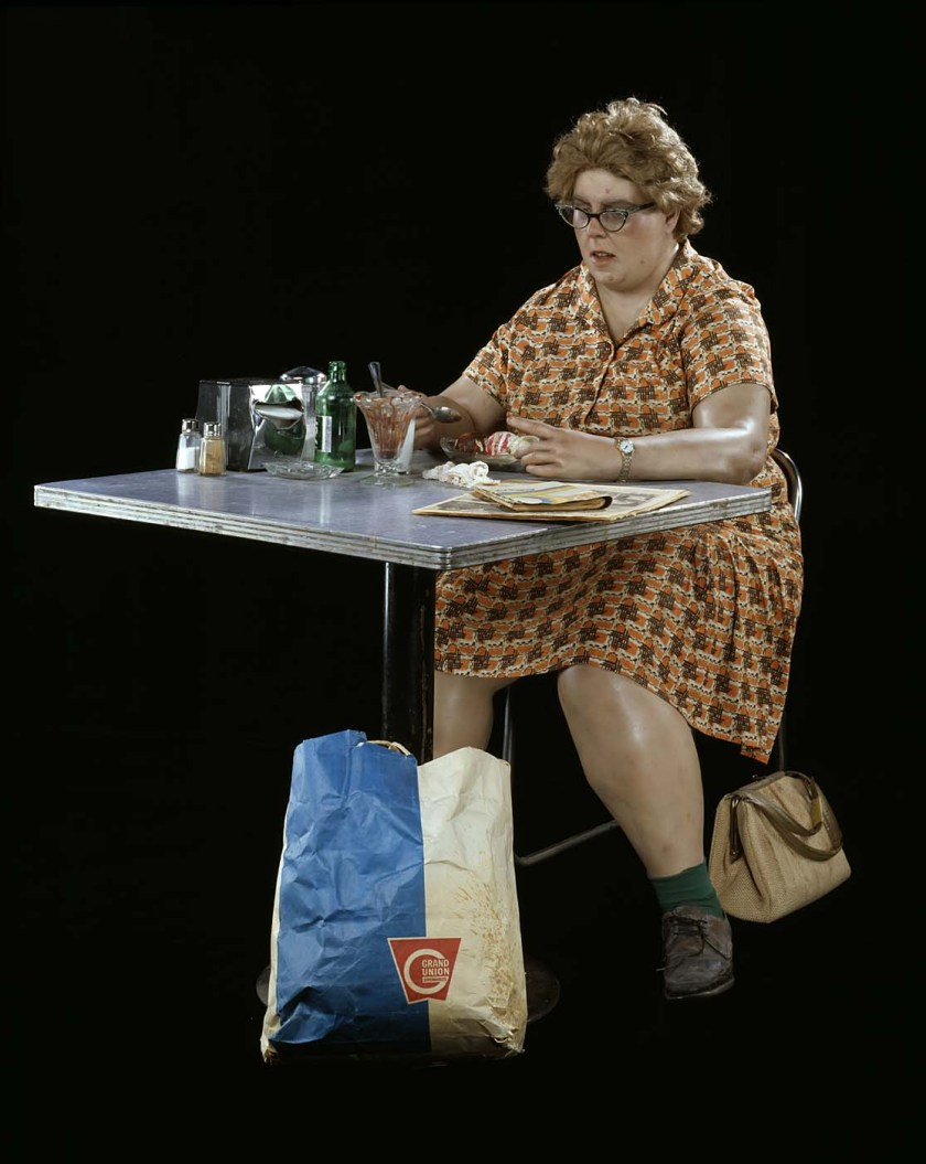 """""""אישה אוכל מזונות סינתטיים"""" 1971 - דואן הנסון. אמנות היפר-ריאליסטית"""