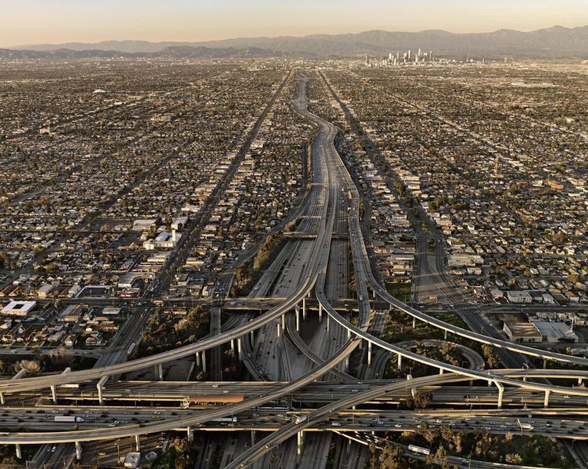 מטרופולין של 18 מיליון איש מחצית בצמודי קרקע - לוס אנג'לס