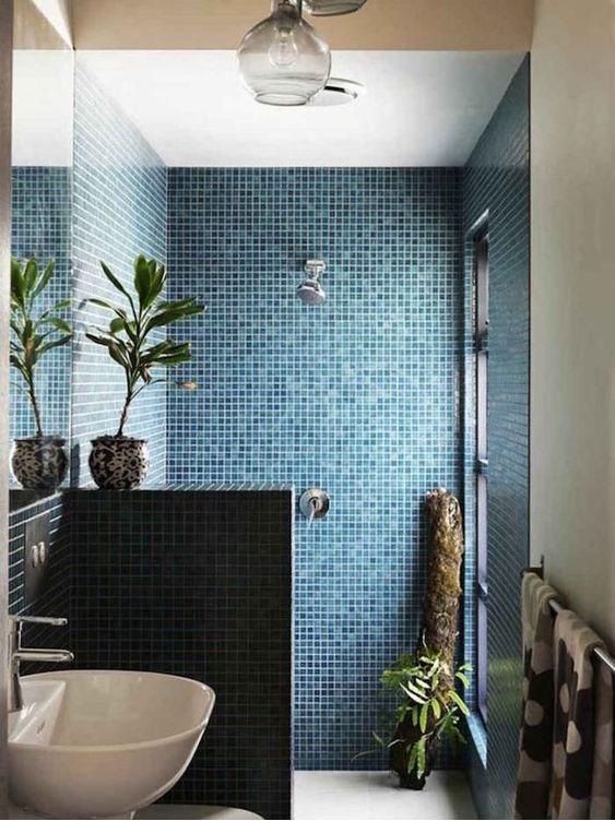 l italienne dans une petite salle de bain