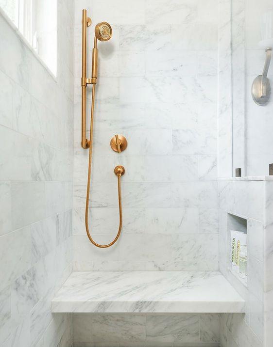 receveur de douche avec banc integre