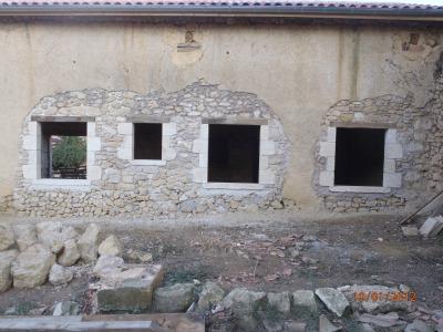 Les Bâtisseurs d'Arcamont sont des spécialistes de la pierre de taille.