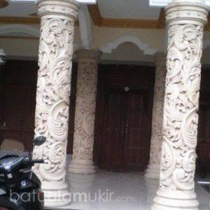 Ukiran motif pilar rumah