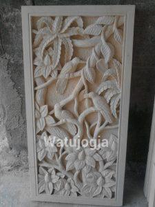 Relief Batu Alam Motif Burung