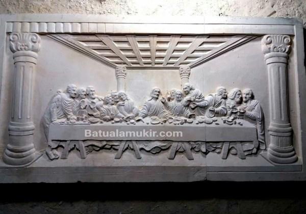 ukir batu putih perjamuan kudus