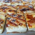 עוגת גבינה על מצע בצק עלים