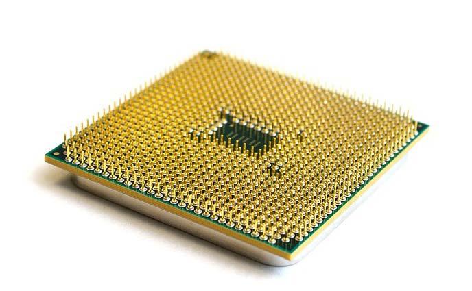 Eine AMD CPU mit ihren Kontaktpins.