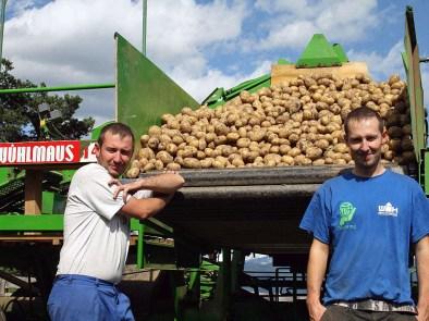 Kartoffel-Ernte, Hannes und Christoph Post. Fotos: Knut Kuckel