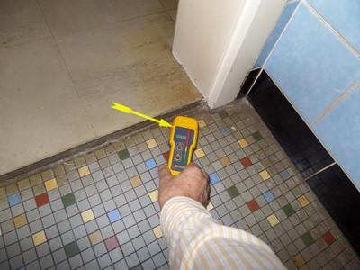 Schimmel-Gutachter Wohnung Ursache Feuchte Wohnungen vom Schimmel in der Ecke oben ist meist ein unbemerkter Wasserschaden im Bereich des alten WC