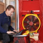 Aufbau eines Blower-Door-Tests