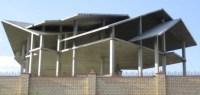 Verwinkeltes Dach aus Betonelementen
