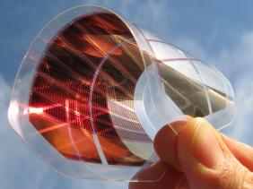 Gebogene Solarzelle aus Perowskit
