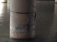Spanngurt hält Betonstütze Betonsäule zusammen Abplatzung