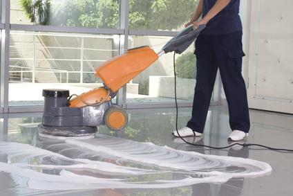 Maschinelle Reinigung eines Fußbodens