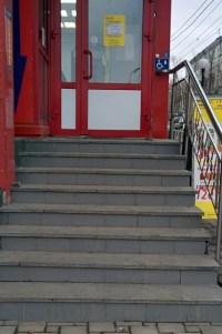 Klingel für Behinderte oben an der Treppe