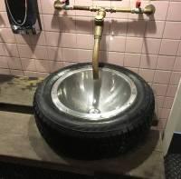 Lastwagen LKW Reifen als Waschbecken