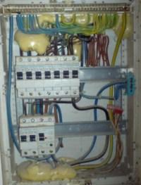 Bauschaum schützt Sicherungskasten