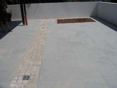 Erneuern der Terrasse mit Pflanzbeeten in Granit_2