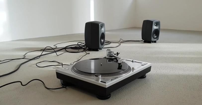 connecter une platine vinyle a un ampli