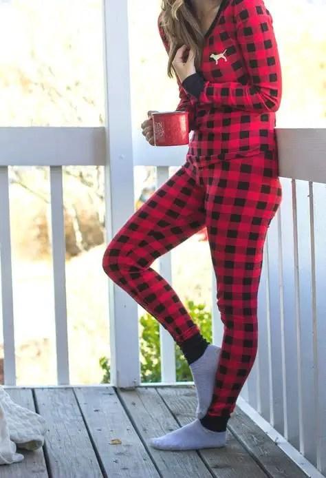 Bayan Kırmızılı Pijama Modelleri