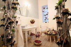 03 Mit Poinsettien wird das Bad zur winterlichen Wellnessoase