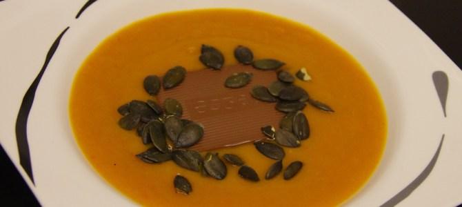 Kürbis-Süsskartoffel-Suppe mit Curry und Schoggi