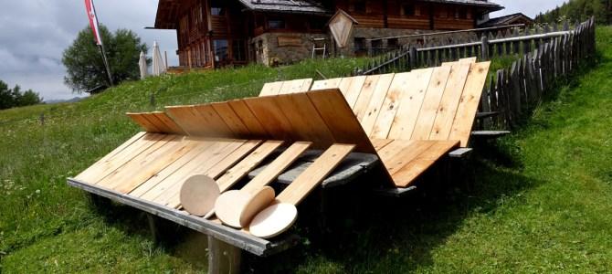 Gaumenfreuden auf der Kreuzwiesenalm – Genussmomente mit dem Roten Hahn in Südtirol