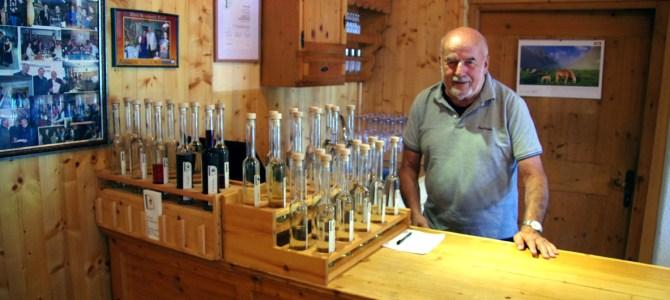 Unterwegs auf den Spuren des Zirbenschnapses – Teil 2: Ein Besuch bei Lambert Draxl, der Schnapskoryphäe Tirols