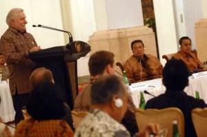 Ehemaliger polnischen Präsidenten Lech Walesa hält vor dem Indonesischen Präsidenten eine Rede über Lehren aus der demokratischen Veränderungen in Polen und Osteuropa Foto-Quelle: Jakarta Post