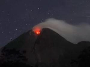 Seit Beginn der Eruptionen am Dienstag vergangener Woche sind rund 69.000 Menschen aus der Region in Sicherheit gebracht worden. 38 Menschen kamen bislang ums Leben. Foto: Irwin Fedriansyah/AP Photo Fotoquelle: epochtimes.de