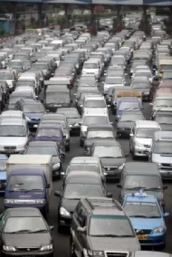 Verkehrschaos durch starken Regen und Sturm Fotoquelle: Jakarta Post